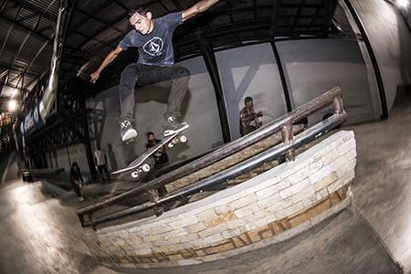 Michael Scott_flip front bores_Olman Torres